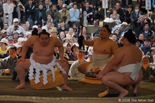 Sumo Yokuzuna Ring Entering Ceremony